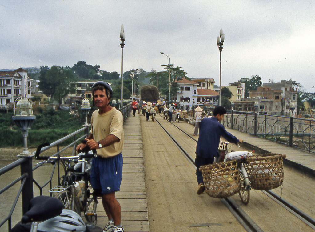 Bicycling China Crossing the bridge from Vietnam