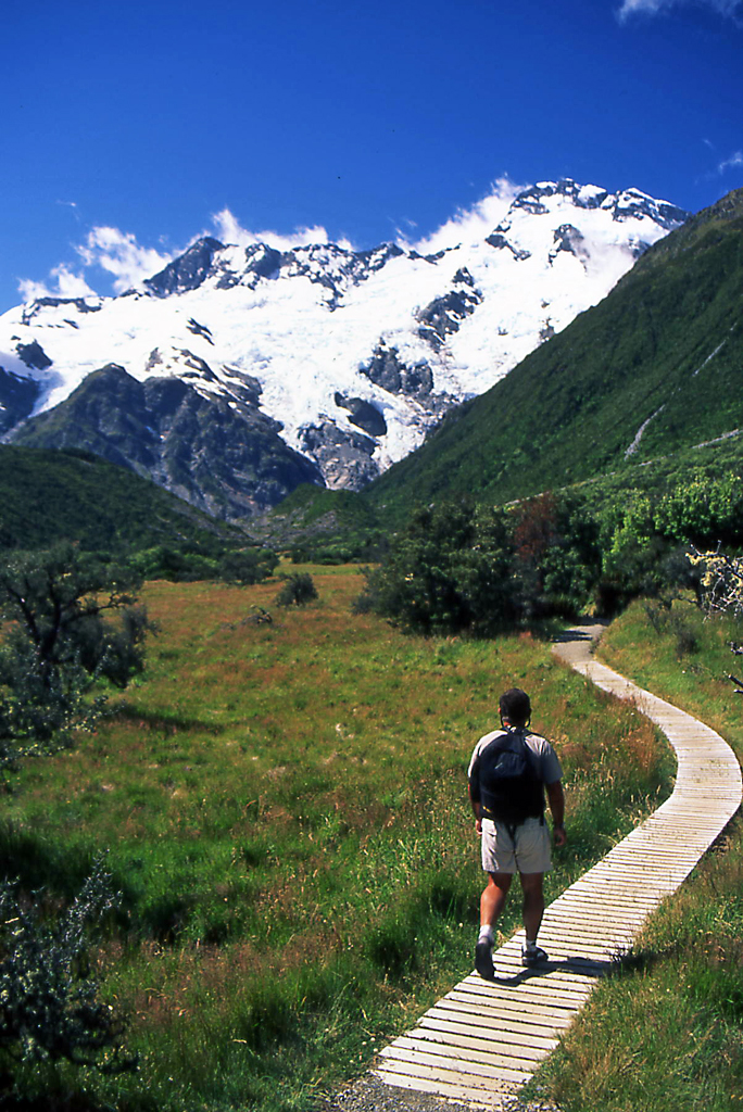Hiking Mt Cook National Park New Zealand