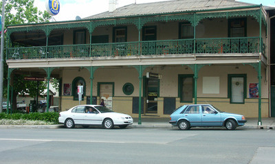 Bicycling Southern Australia-Aussie Pubs provide food and lodging