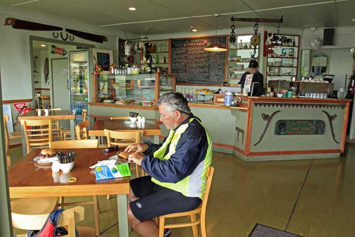 Bicycling North Island New Zealand-Cafe