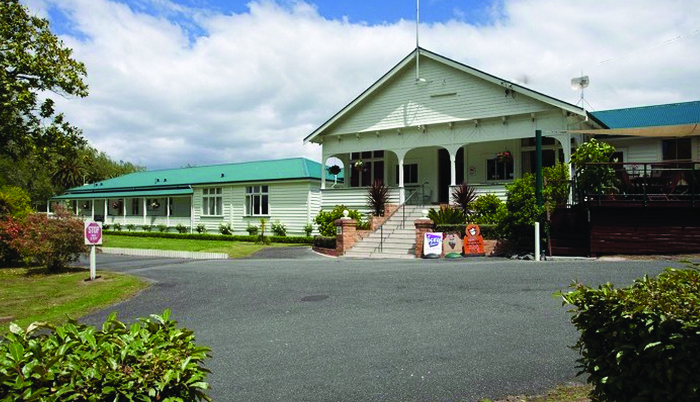 Bicycling North Island New Zealand-Okoroire Hotel
