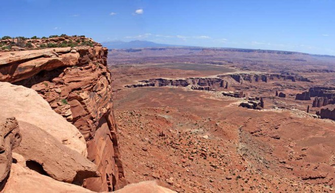 Hiking Utah-Hiking Arches-Canyonlands National Parks-Hiking Island in the Sky-Grandview-Trail